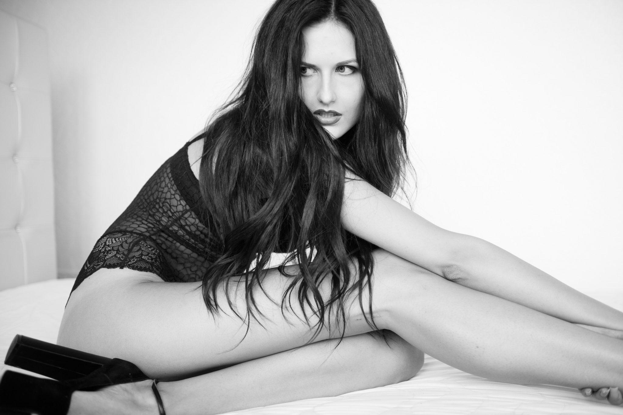 Модельное портфолио девушка в белье на кровати