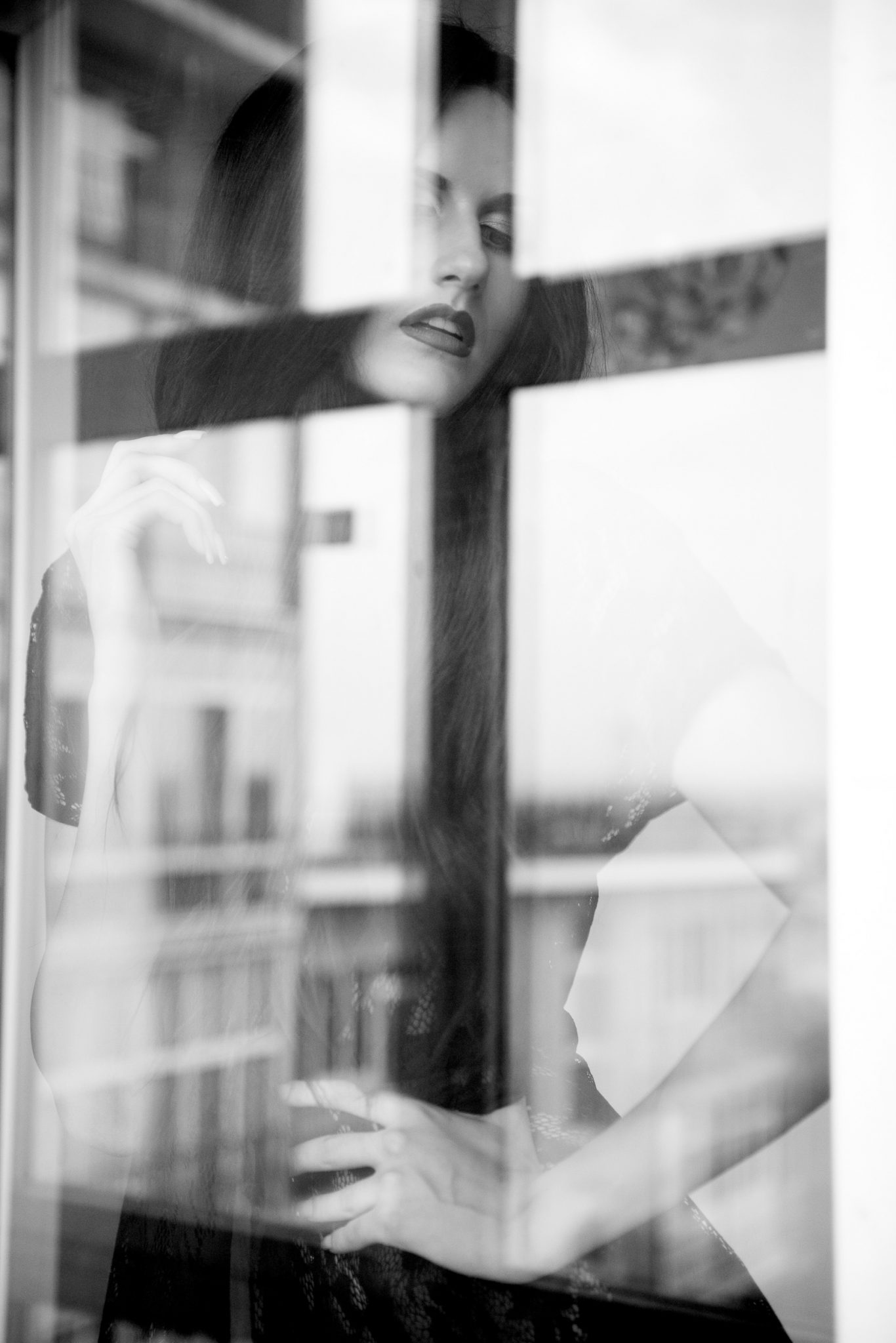 Модельное портфолио девушка в белье напротив окна