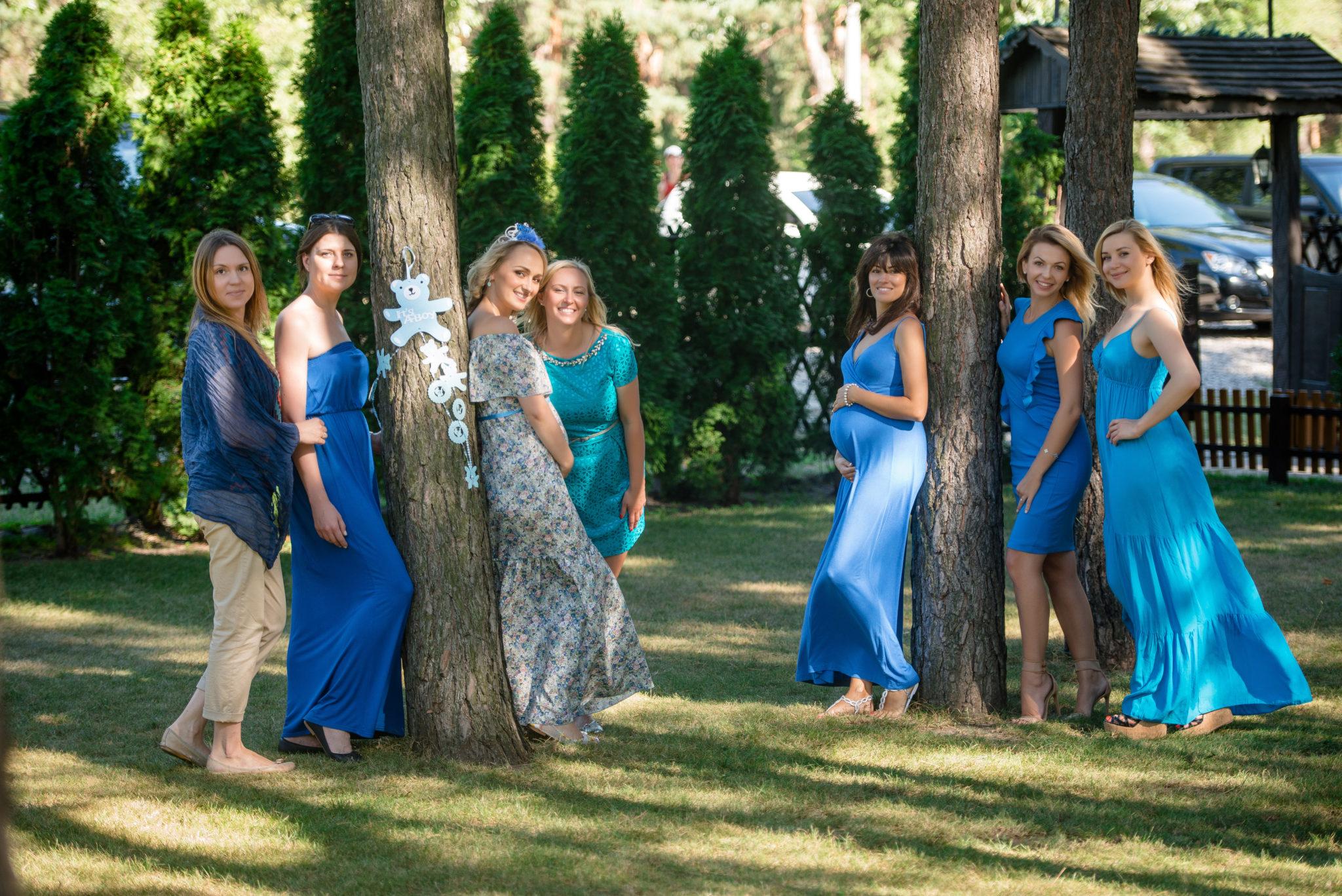 Девичник на природе, 7 девушек в парке