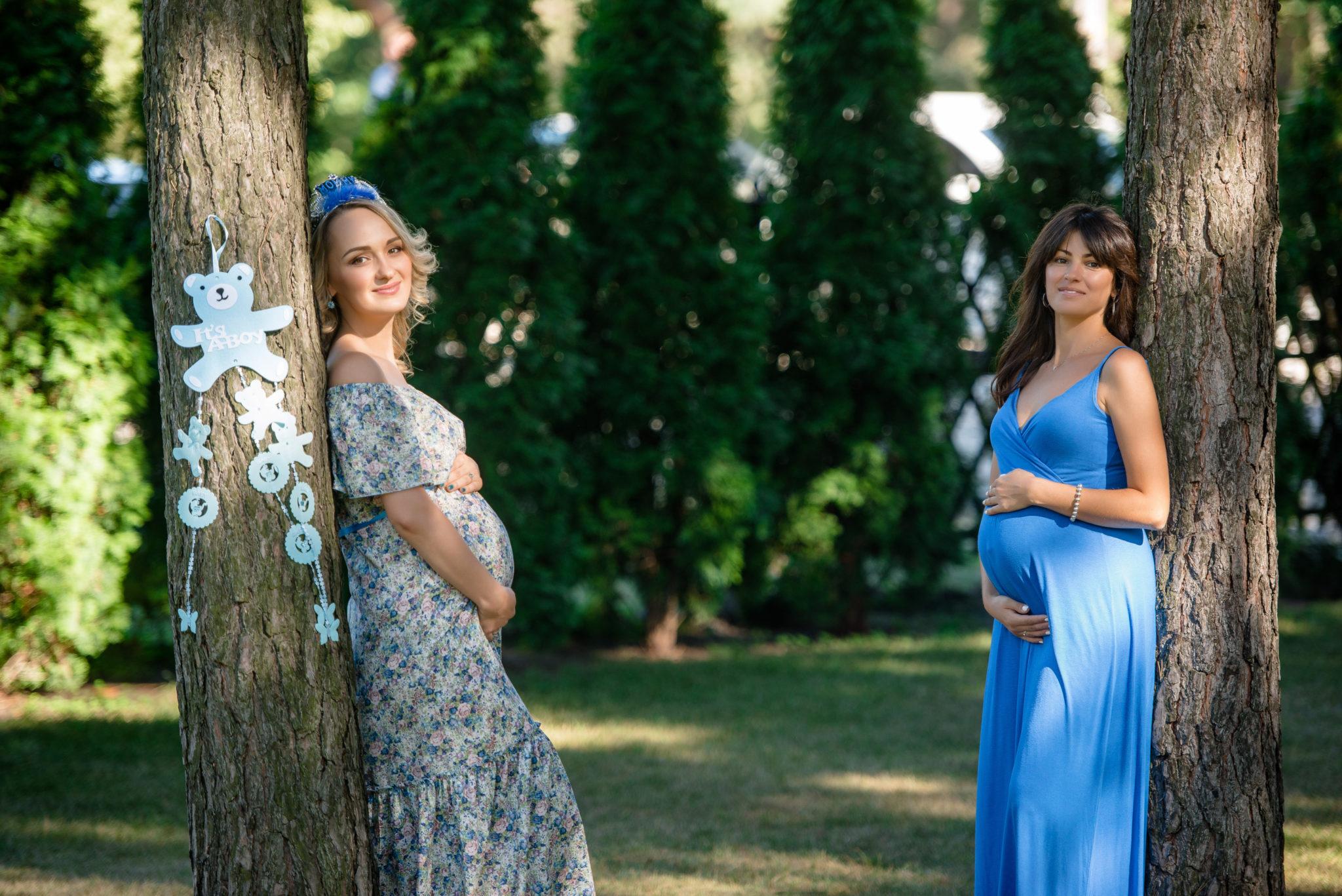Девичник на природе, 2 беременные девушки в парке