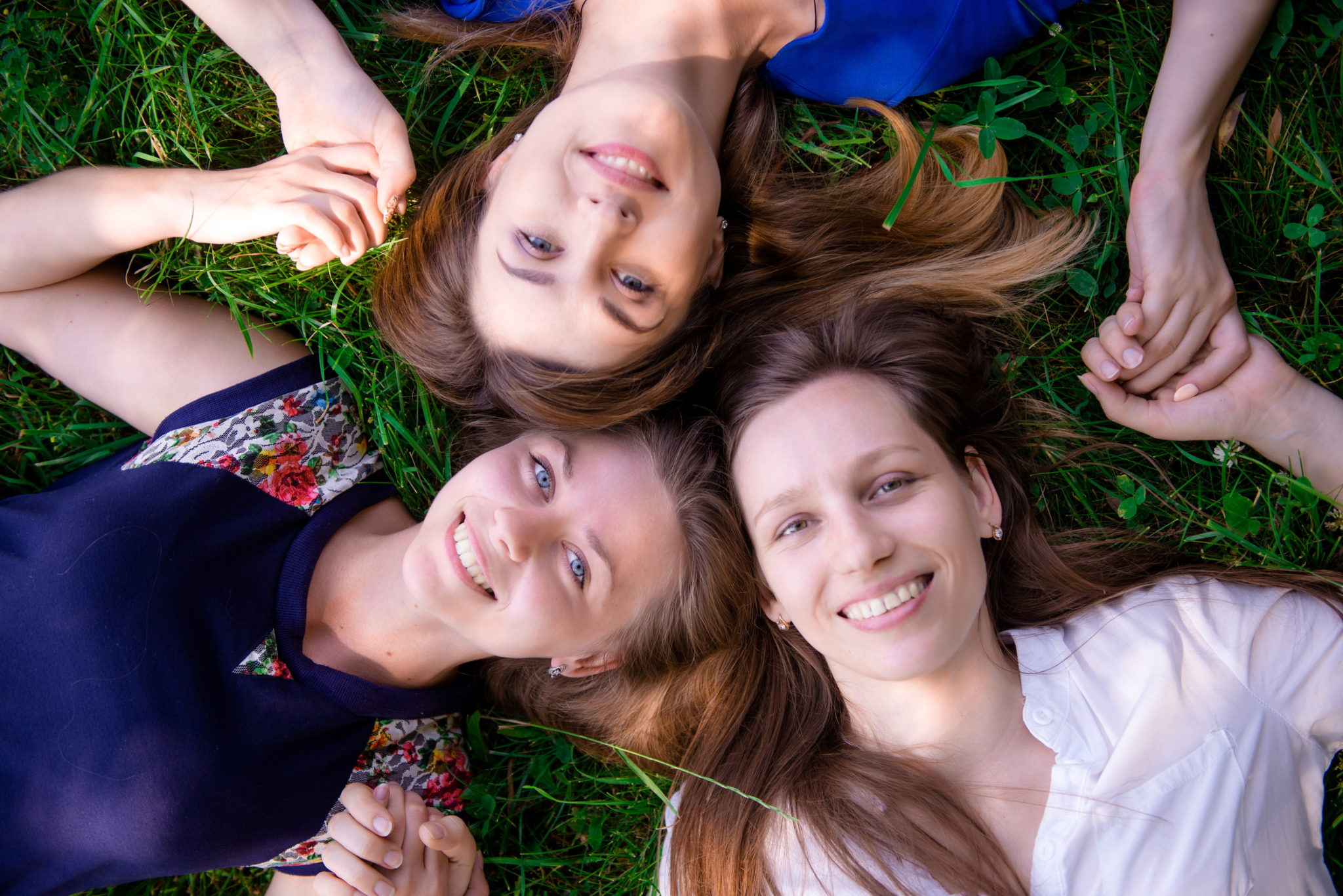 Девичник на природе, 3 девушек в парке