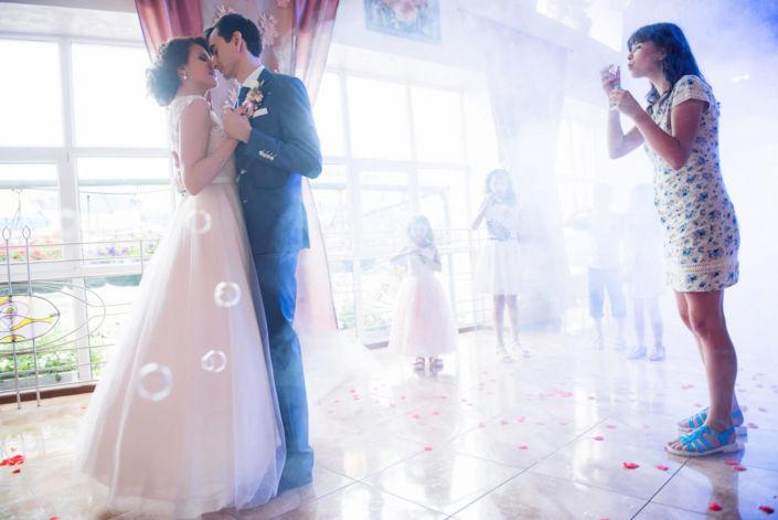 Фотосессия свадьбы, ph Черкасов, 2017 Шостка, ресторан, танец