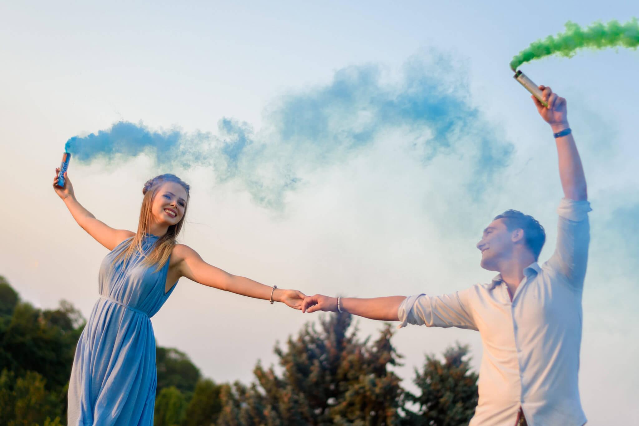 Фотосессия с дымовыми шашками, ph Постникова, Love Story, локация Родина-Мать, зеленый и синий дымы