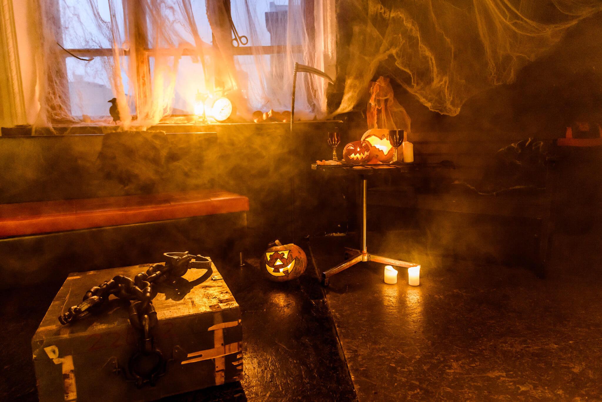 Малый зал с тематической локацией Хэллоуин, ph Постникова Алиса