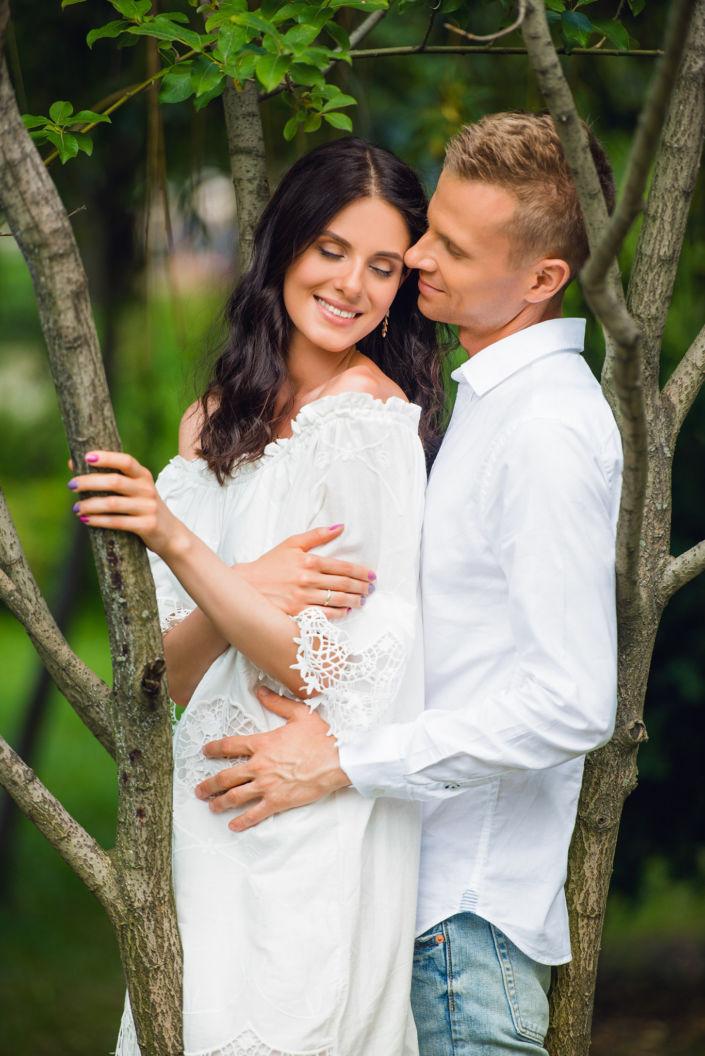 Love story фотосессия, на природе, пара в лесу