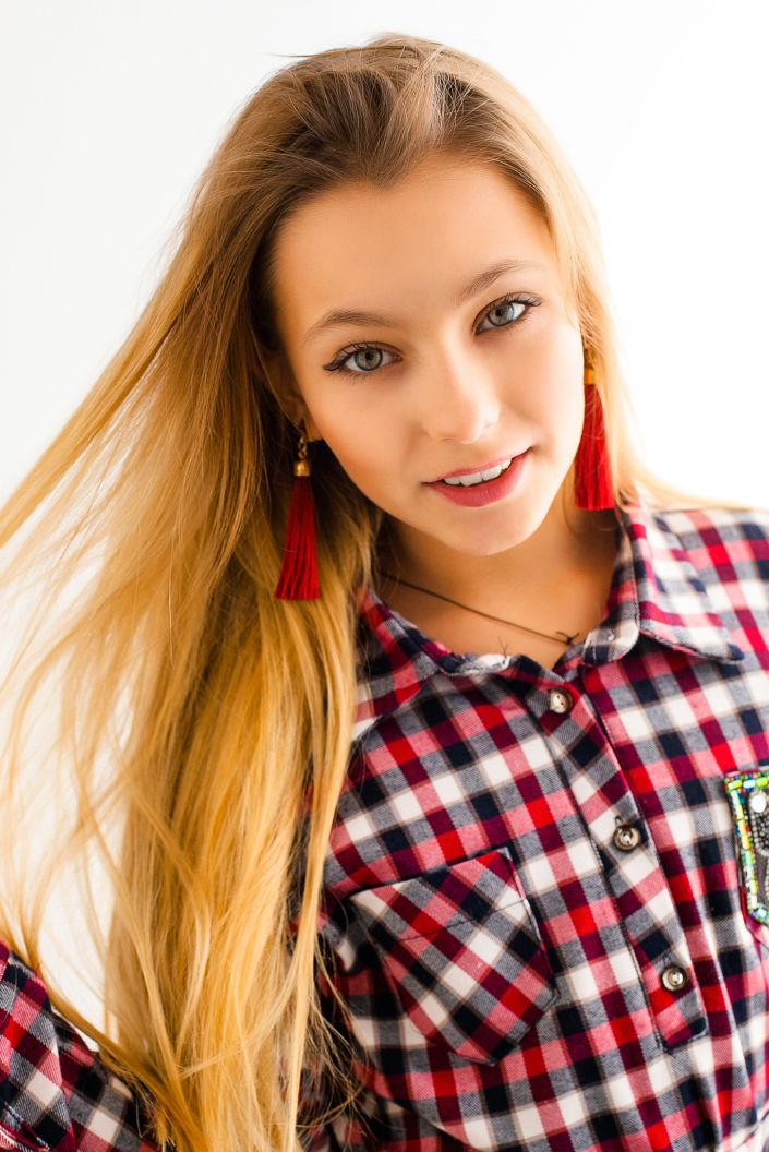 Фотосессия мини, поясной портрет девушки, цветное фото