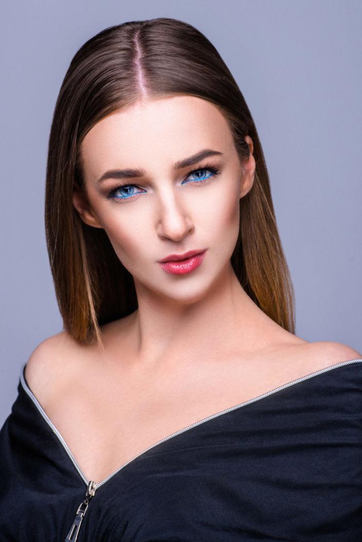Фотосессия под ключ киев, модель Алиса Постникова, портрет на сером фоне