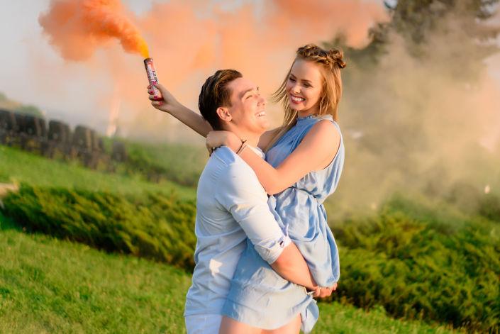 Фотосессия с дымовыми шашками, ph Постникова, Love Story, локация Родина-Мать, оранжевый дым