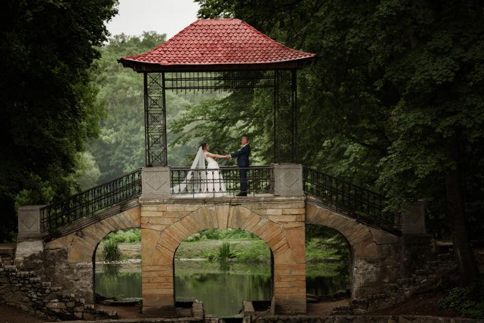 Фотосессия свадьбы, ph Постникова, 2018, Александрия, мост, пара