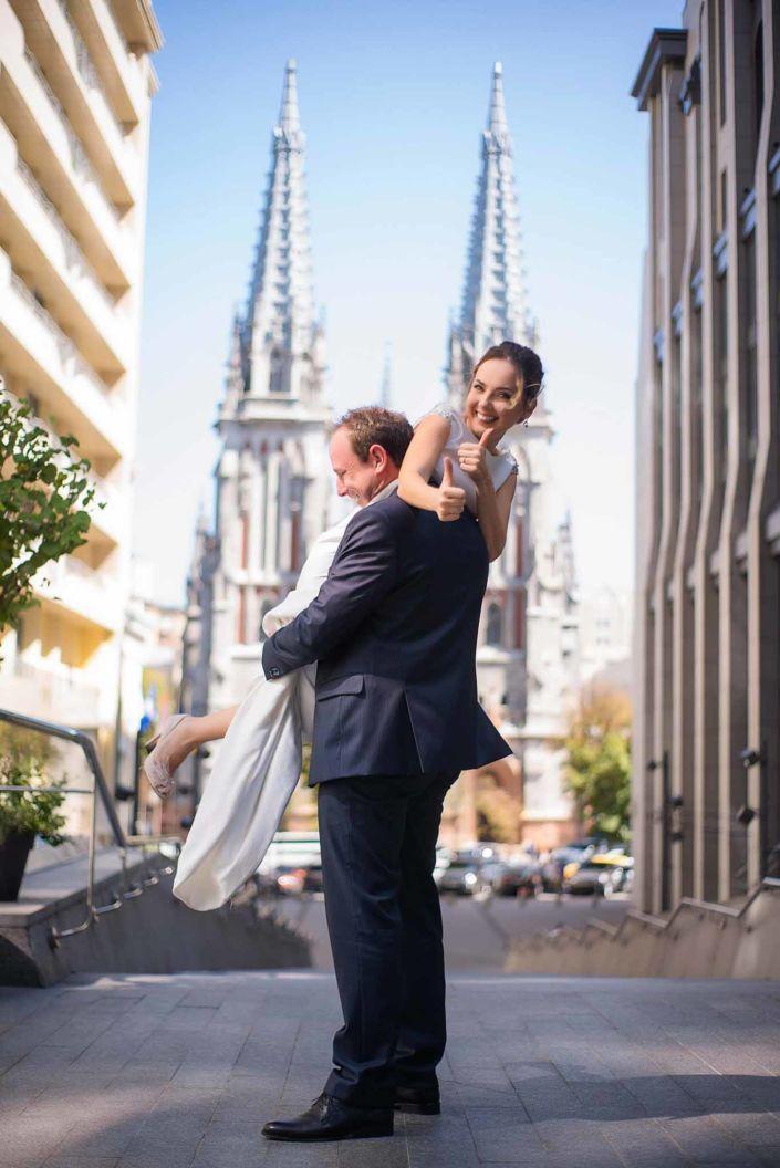 Фотосессия свадьбы, ph Постникова, 2018, Киев, фото пары на против Костёла